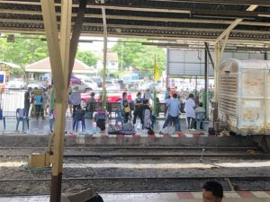 travel-thailand-bangkok-ayutthaya-railway-haircut